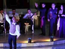 Iamaká e Grupo Lavoura em apresentação