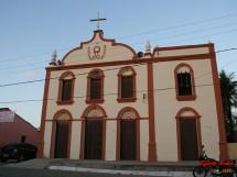 Igreja Matriz na Avenida Principal