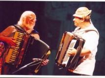 Sivuca tocando ao lado do mestre dele Luiz Gonzaga_8