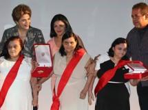 AsCeguinhasdeCG_TrofeuMeritoCultural das mãos de Dilma_11