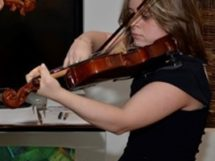 Violonista Amanda Miranda