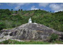 a-pedra-da-santa-comunidade-de-pinturas-de-baixo_piloes_15
