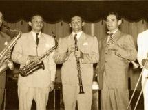 linha-de-frente-da-orquestra_no-centro-o-maestro-severino-araujo_10