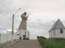 Estátua de Frei Damião em Guarabira. Foto- Reprodução- Diocese de Guarabira